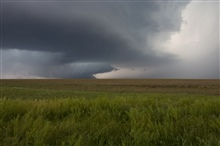 Intense updrafts produce a rain-free cloud base in a supercell
