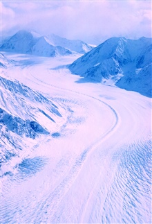 Aerial view of Alaska coast ranges with large glacier between Juneau andAnchorage.