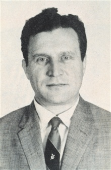 Dr. Sigmund Fritz,  chief of the Weather Bureau's Meteorological SatelliteSection of the Office of Research in 1958.  Note that this pre-dated thelaunch of TIROS I.  Following the launch, Dr. Fritz became first Chief Scientist of the new Meteorologic
