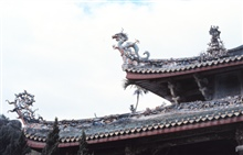 Decorative dragon on temple roof