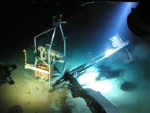 The bait deployment system on the Eye-in-the-Sea, known as theCLAM (Cannibalized Ladder Alignment Mechanism), is closed beforeit is recovered from the bottom.