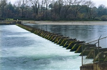 Acid diversion in the Sacramento River at Redding, CA. The fish ladders at theends are dammed.