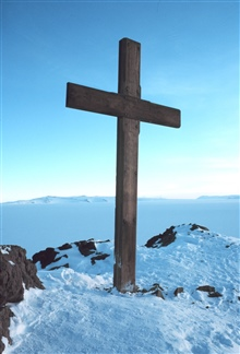 Cross on Observation Hill erected as memorial to Robert Falcon Scott.